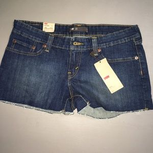 Levi's woman's Jean shorts size 13 NWT